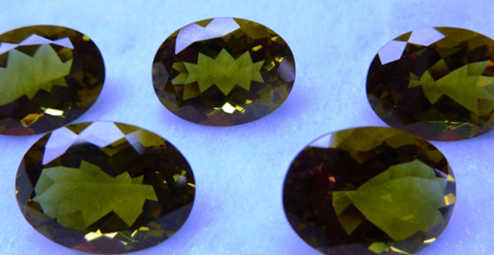 Quelle est la couleur de l'alexandrite ?